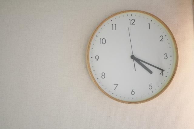 月次決算の期限を示す時計