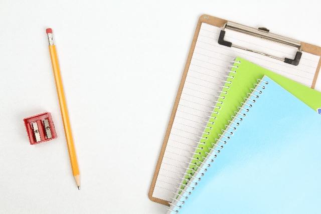 取引の仕訳を記帳するノート